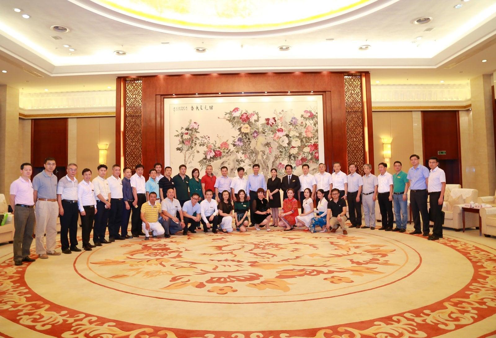 集团快讯 | 亚博亚博体育官网入口方等20家深商企业助学捐赠广西行
